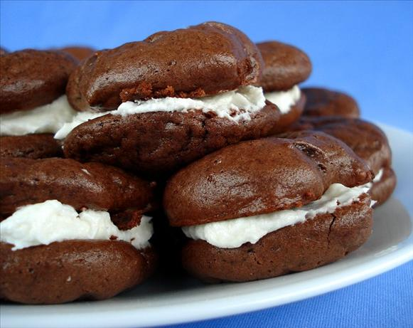 Cream-Filled Chocolate Cookies (Like Oreo Cakesters)