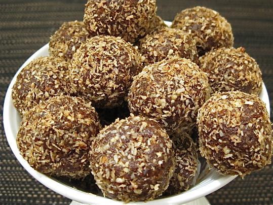 Raw Vegan Chocolate Fruit Balls