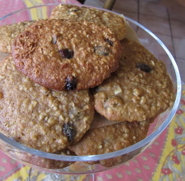Chewy Oatmeal Raisin Cookies