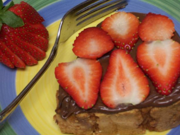 Pound Cake Slices With Nutella and Fresh Strawberries