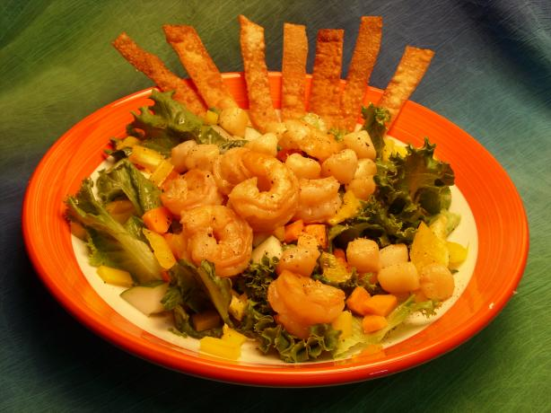Crunchy Asian Salad With Shrimp and Scallops