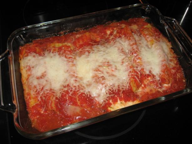 Broccoli Slaw Manicotti With Roasted Red Pepper Sauce