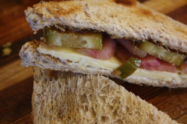 Cheddar Sandwiches With Quick Pickles and Honey Mustard