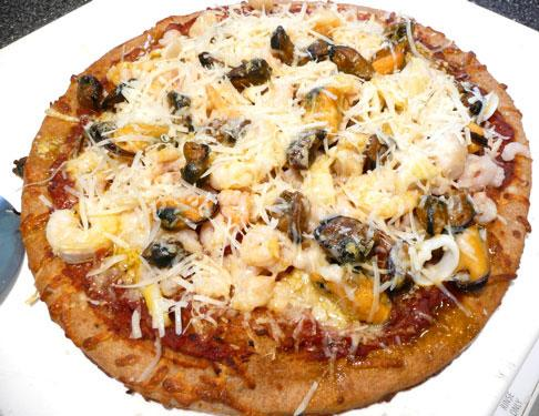 Quick & Easy (& HEALTHY) Mixed Seafood Pizza
