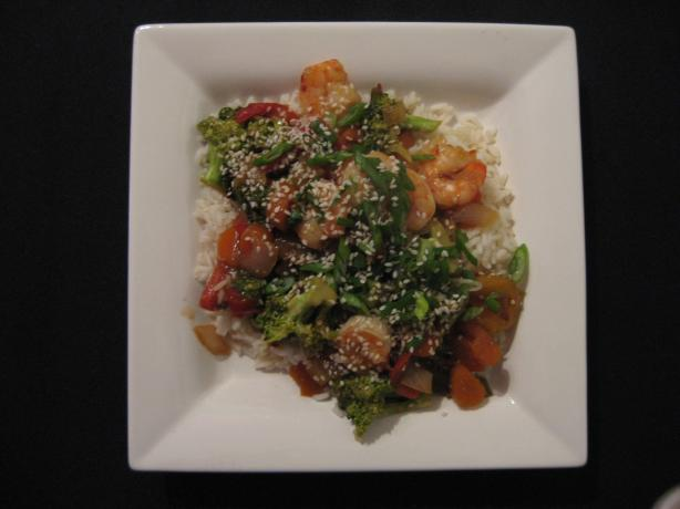 Sweet and Sour Stir-Fry Shrimp With Broccoli and Red Bell Pepper