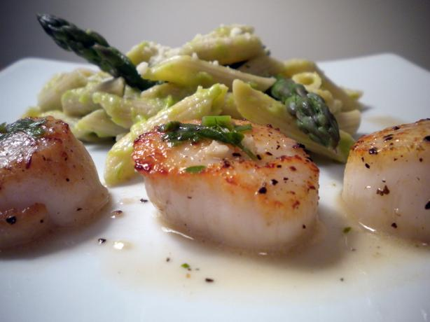 Savory Sea Scallops in White Wine Sauce