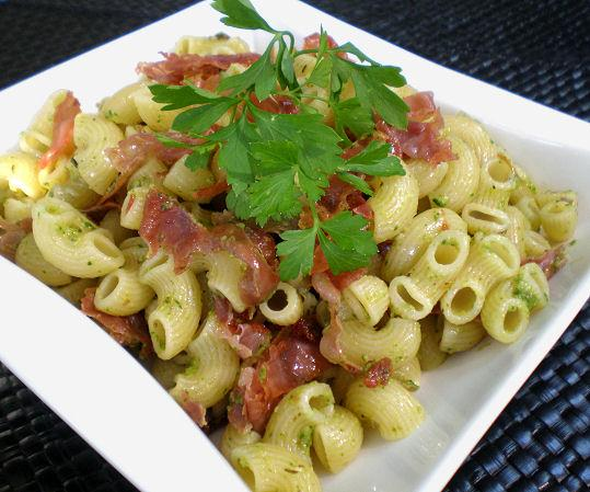Pasta With Crispy Prosciutto and Arugula Pesto