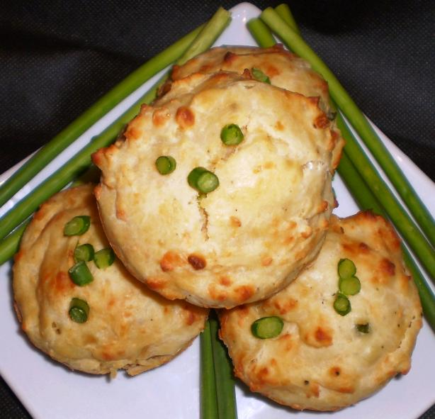 Cheese and Chives Muffins With a Gooey Topping
