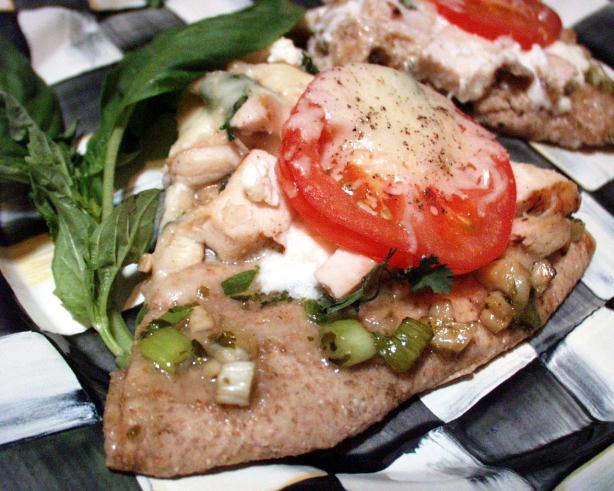 Zesty Chicken and Garlic White Pizza