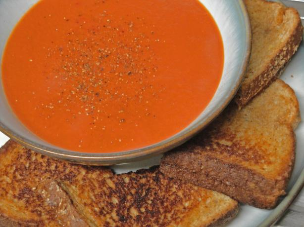 Super Fast & Easy Spicy Tomato Soup