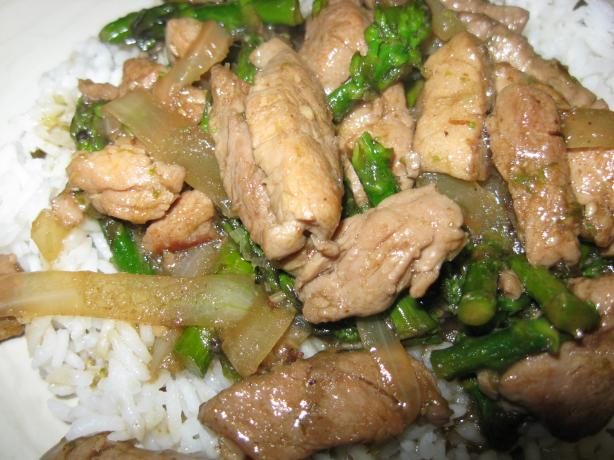 Spicy Stir-Fried Pork, Asparagus, and Onions With Lemon Grass