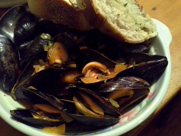 Mussels in Saffron Broth (Cozze Allo Zafferano)