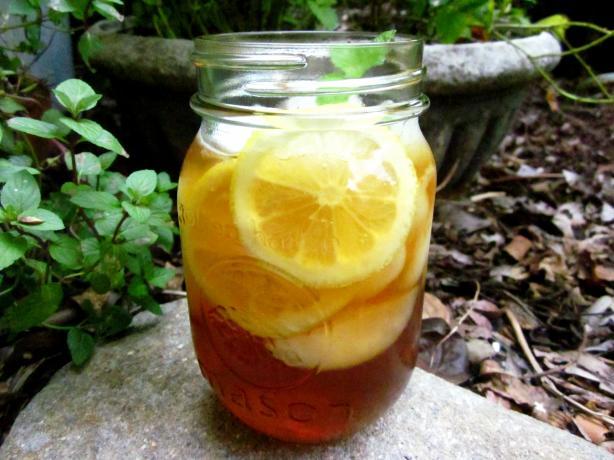 Easiest Iced Tea With Lemon