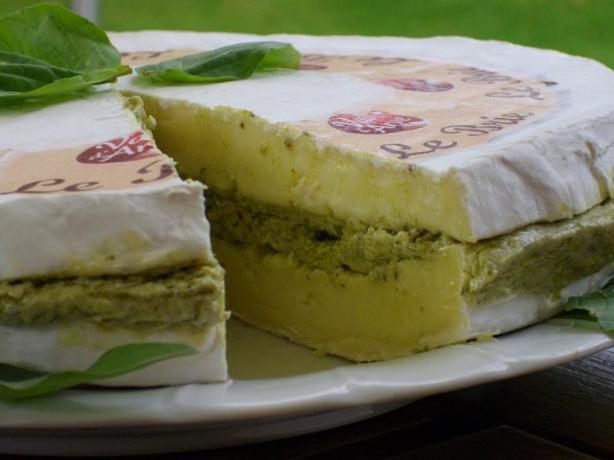 Pesto Brie Torta