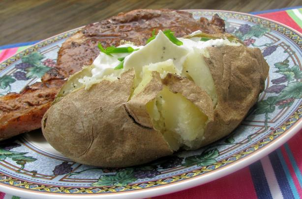 Baked Potatoes in Their Jackets With Sour Cream Topping