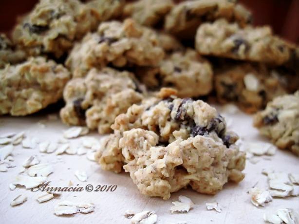 Classic Raisin Oatmeal Cookies