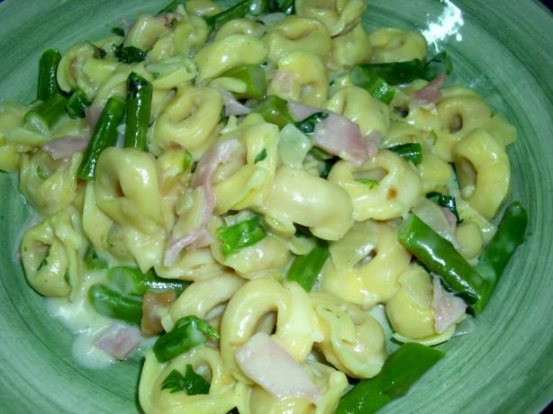 Tortellini and Asparagus in Garlic Cream Sauce