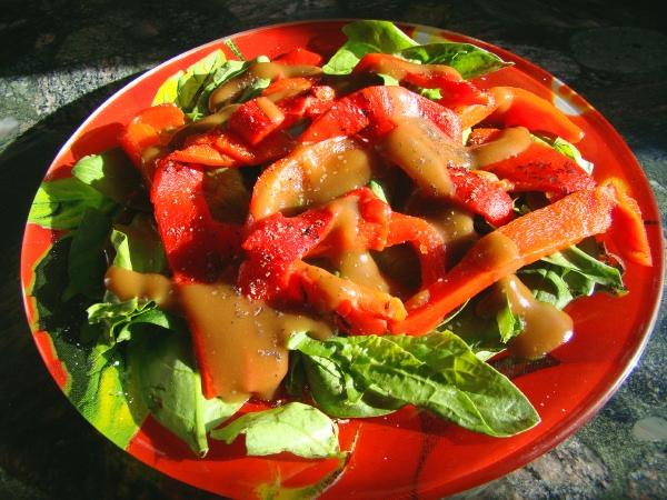 Spinach and Roasted Red Pepper Salad With Honey Balsamic Dressin