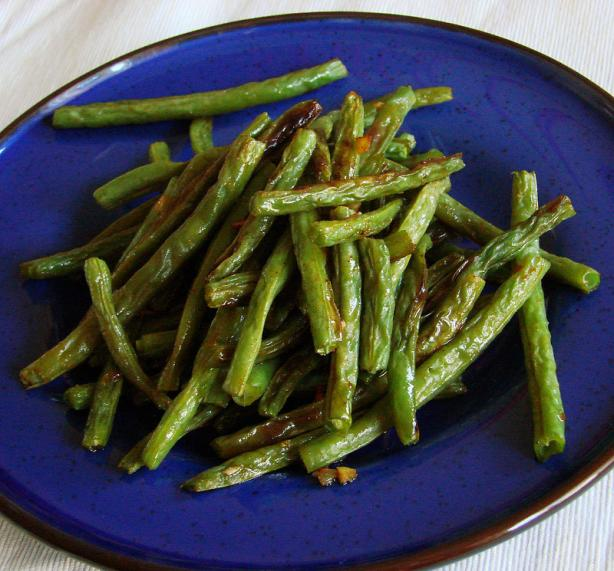Spicy Garlic Roasted Green Beans