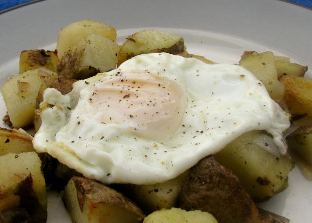 Potato and onion hash with a fried egg (for one)
