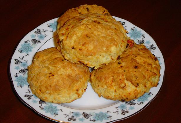 Cheesy Sun-Dried Tomato Scones