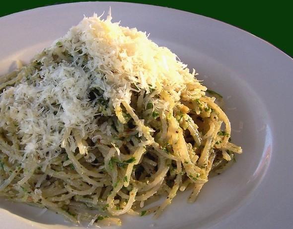 Spaghetti With Green Basil Sauce