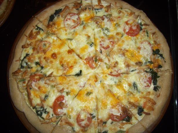 Spinach, Alfredo, Chicken & Tomato Pizza