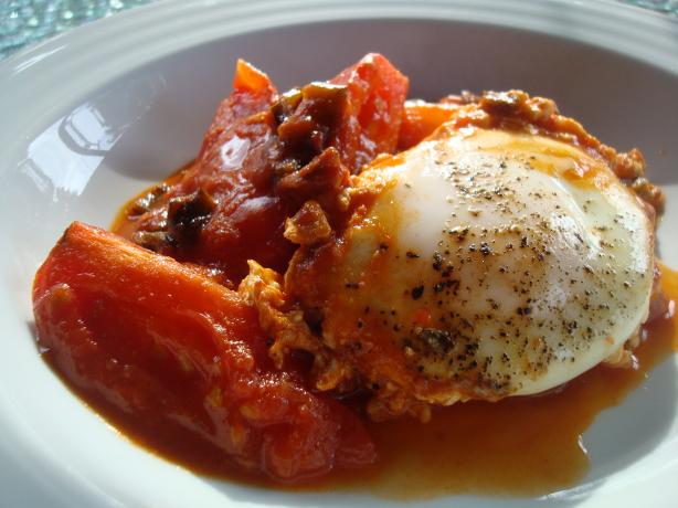 Paprika Tomatoes With Poached Eggs (Shakshouka)