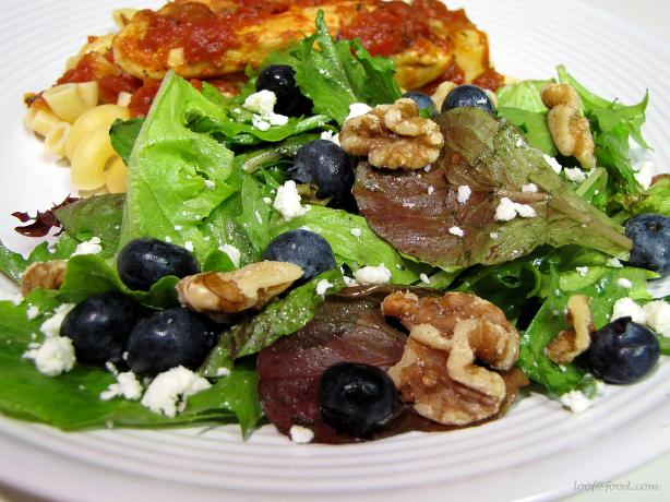 Simple Greens and Fruit Salad With Gorgonzola Cheese