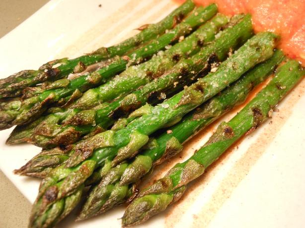 Grilled Asparagus With Red Bell Peppers Sauce