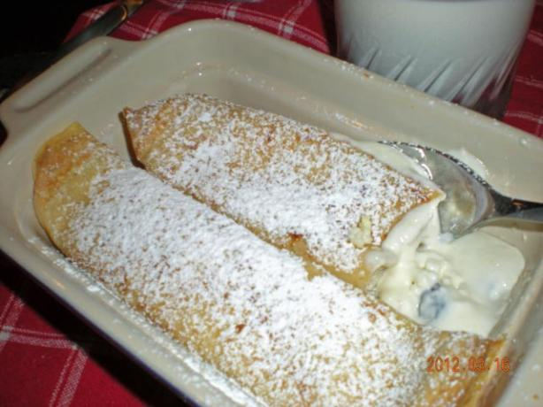 Topfenpalatschinken - Crepes With Quark Filling