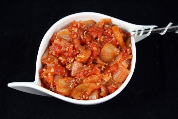 Tomato, Onion And Apple Chutney