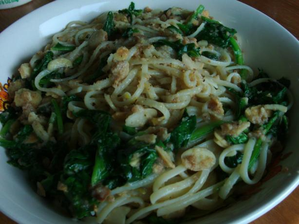 Linguine With Spinach, Almonds, and Bread Crumbs