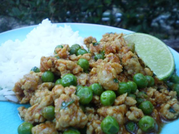 Chicken Curry With Peas and Coriander