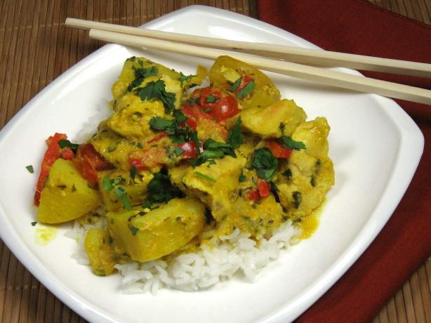 Thai Yellow Chicken Curry With Potatoes and Tomatoes
