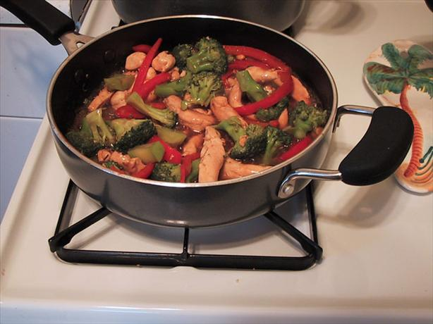 Stir Fry Chicken and Broccoli With Peanuts