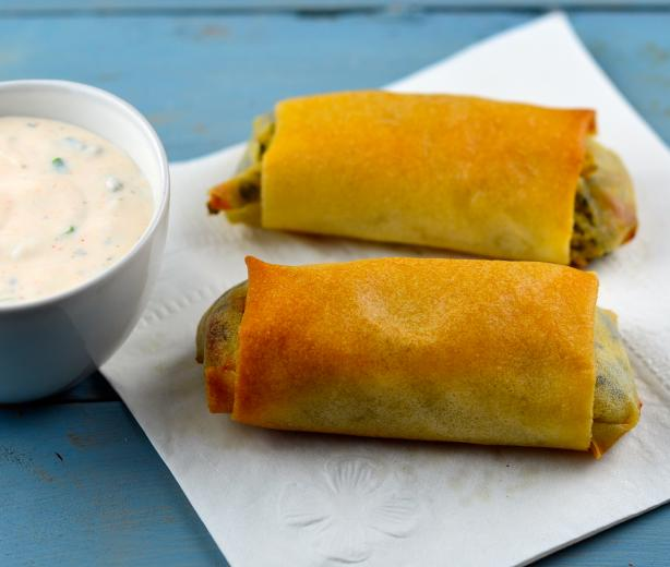 Cheesy Spinach and Potato Spring Rolls With Spicy Yogurt #RSC