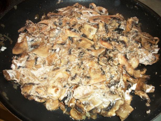 Fried Mushrooms in Sour Cream (Paistetut Sienet)