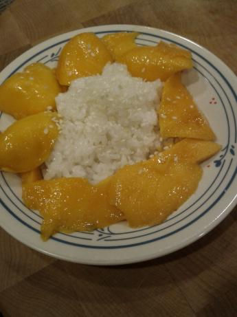 Sweet Sticky Rice With Mango (Kha Neow Mamuang)
