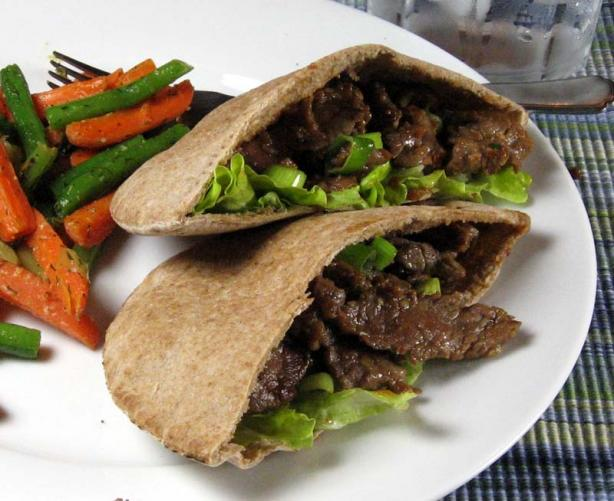 Garlic Beef in Pita Bread