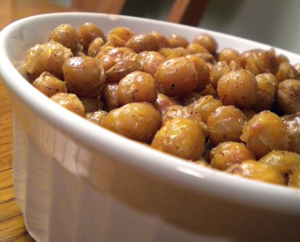 Spicy Garlic Roasted Chickpeas