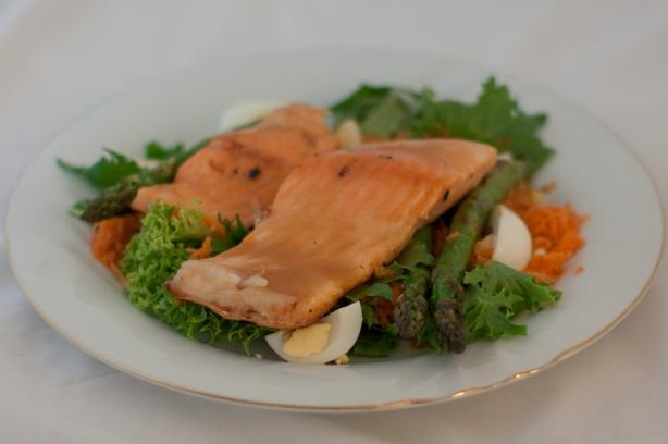 Grilled Salmon and Asparagus Salad