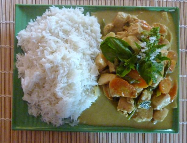 Gaeng Keow Wan Gai - Thai Green Curry Chicken