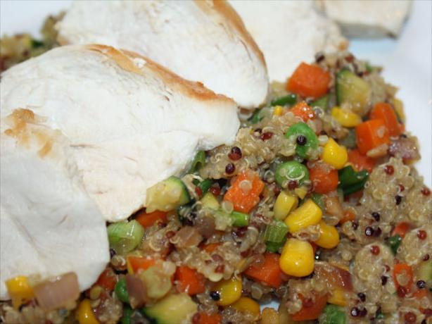 Quinoa With Veggies and Grilled Chicken Breast