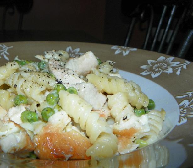 Easy Creamy Chicken & Noodle Bake