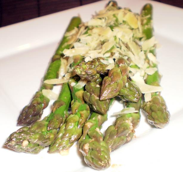 Asparagus With Garlic Butter and Parmesan Cheese