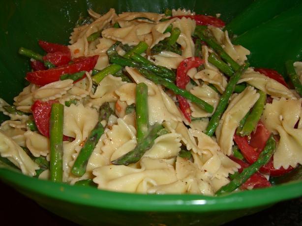 Fresh Tomato-Basil-Asparagus Pasta Salad