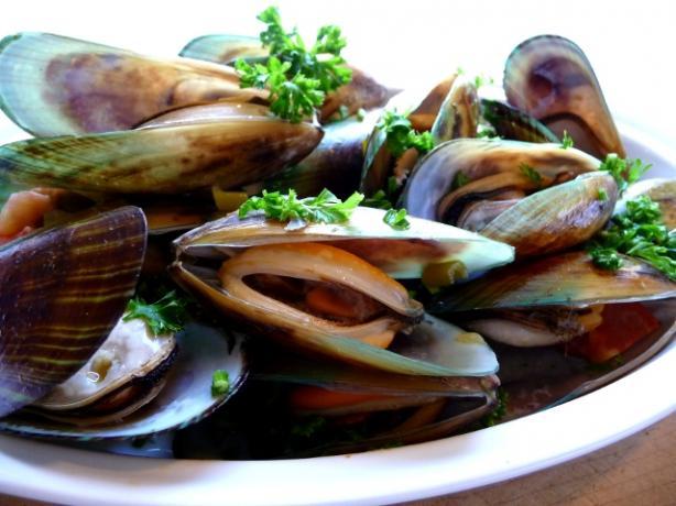 Mussels In White Wine Sauce (mejillones A La Marinara)