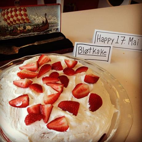 Norwegian Strawberries and Cream Cake Blotkake