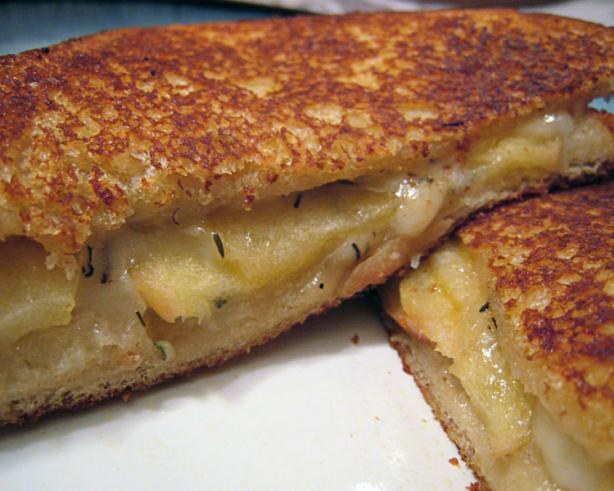 Grilled Swiss Cheese and Apples Sandwiches